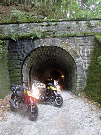 天城峠旧道のトンネル