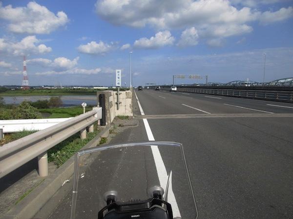 国道1号で天竜川を渡る。この間は8車線区間!