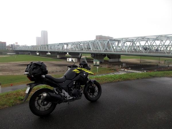 江戸川にかかる市川橋。対岸は千葉県の市川