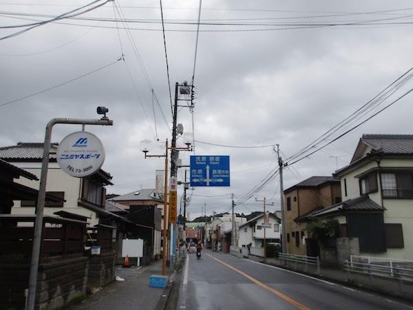 勝浦の町を走る