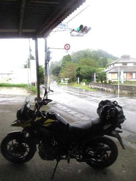 勝浦から国道297号で大多喜へ。土砂降りの雨…。ちょっと雨宿り