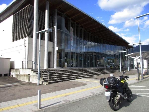 秋田新幹線の田沢湖駅前を出発