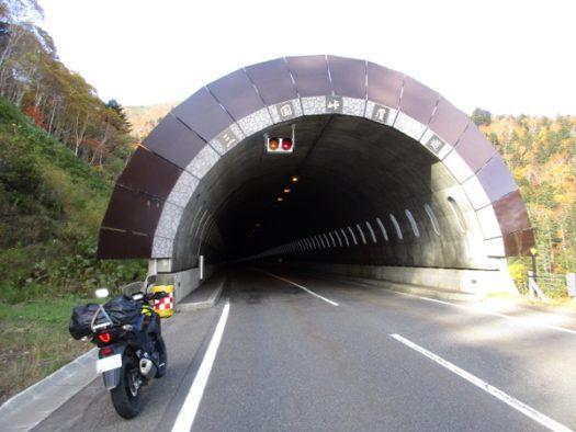 三国峠を出発。三国トンネルを抜けていく