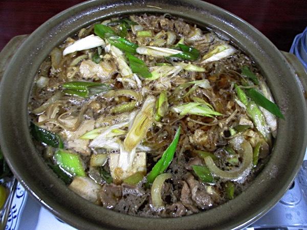 神居岩温泉「ホテル神居岩」の朝食。ボリューム満点の鍋だ
