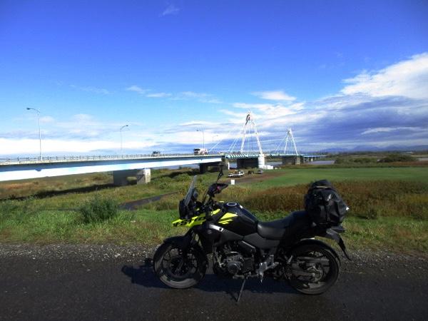北海道の大河、石狩川を渡る