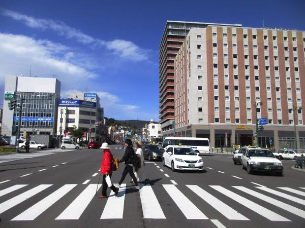 ここは小樽駅前