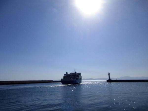 むつ湾フェリー「かもしか」が蟹田港を出ていく