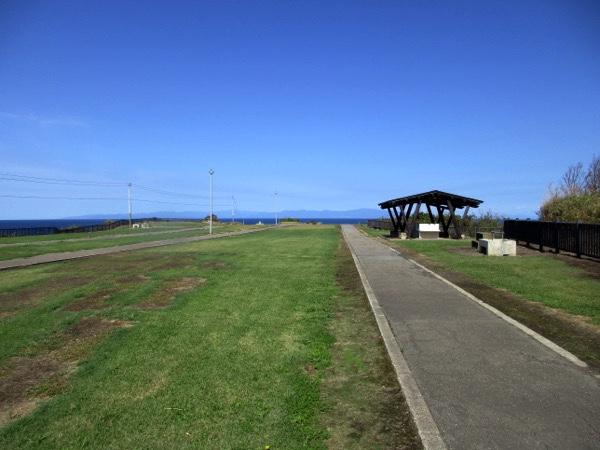 津軽海峡の高野崎。岬はキャンプ場になっている