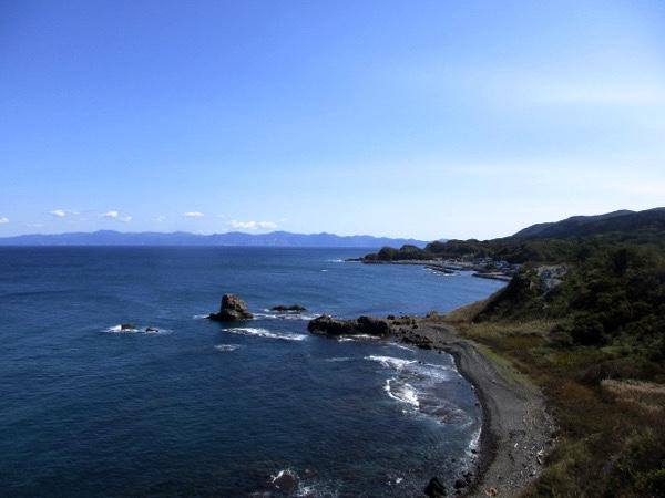高野崎から東に延びる海岸線を見る。下北半島がよく見える