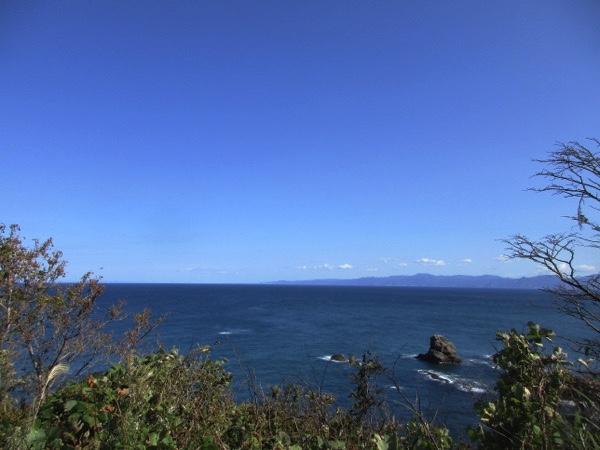 高野崎から見る下北半島。その先端は本州最北端の大間崎