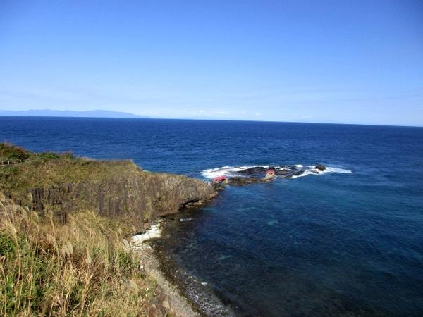 高野崎突端の岩礁。潮騒橋と渚橋を渡って突端まで行ける