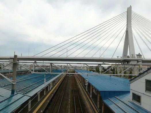 青森駅と青森ベイブリッジ