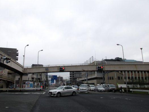 国道1号で川崎を通過。ここは都町の交差点