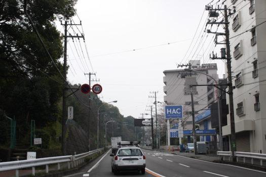 国道1号の権太坂を登る