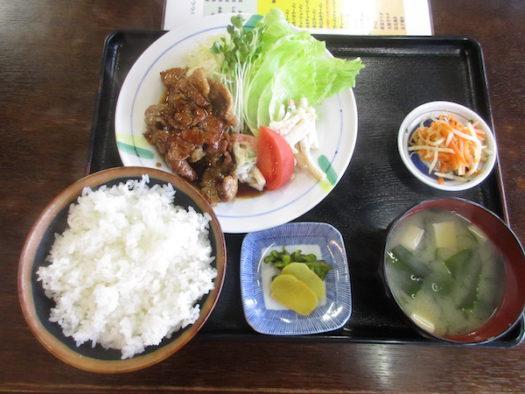 「焼肉定食」を食べる
