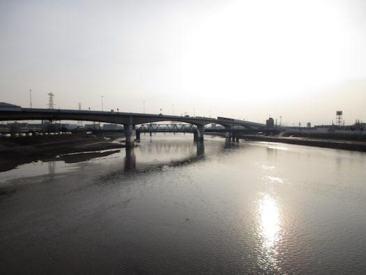 大和川を渡り、旧国でいうと摂津から和泉に入る