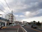 亀岡の町を行く